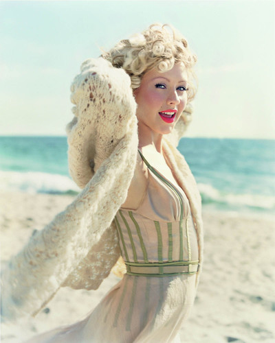 02christina_aguilera_mag_blond_2_big
