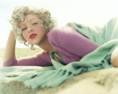 06christina_aguilera_mag_blond_6_big1
