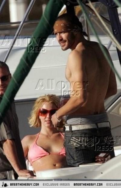Britneyspearsyacht2